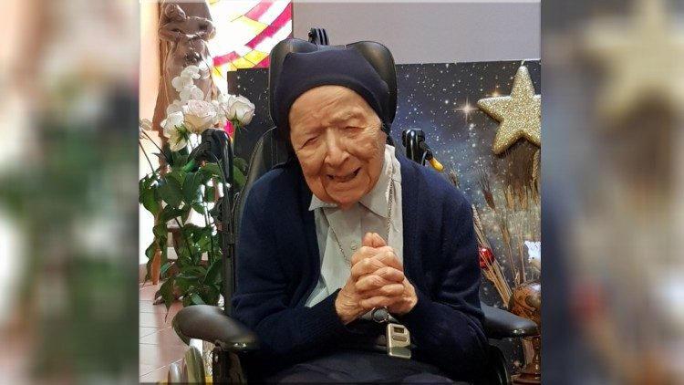 احتفلت الراهبة الفرنسية أندريه، أكبر راهبة سناً في العالم، بعيد ميلادها الـ116.