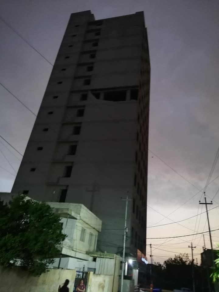 وقوع جزء من جدار العمارة المتروكة على السكان في بلدة عنكاوا